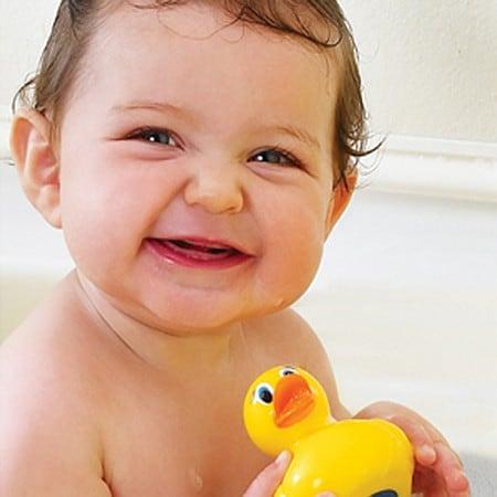 ... Munchkin White Hot Safety Bath Ducky
